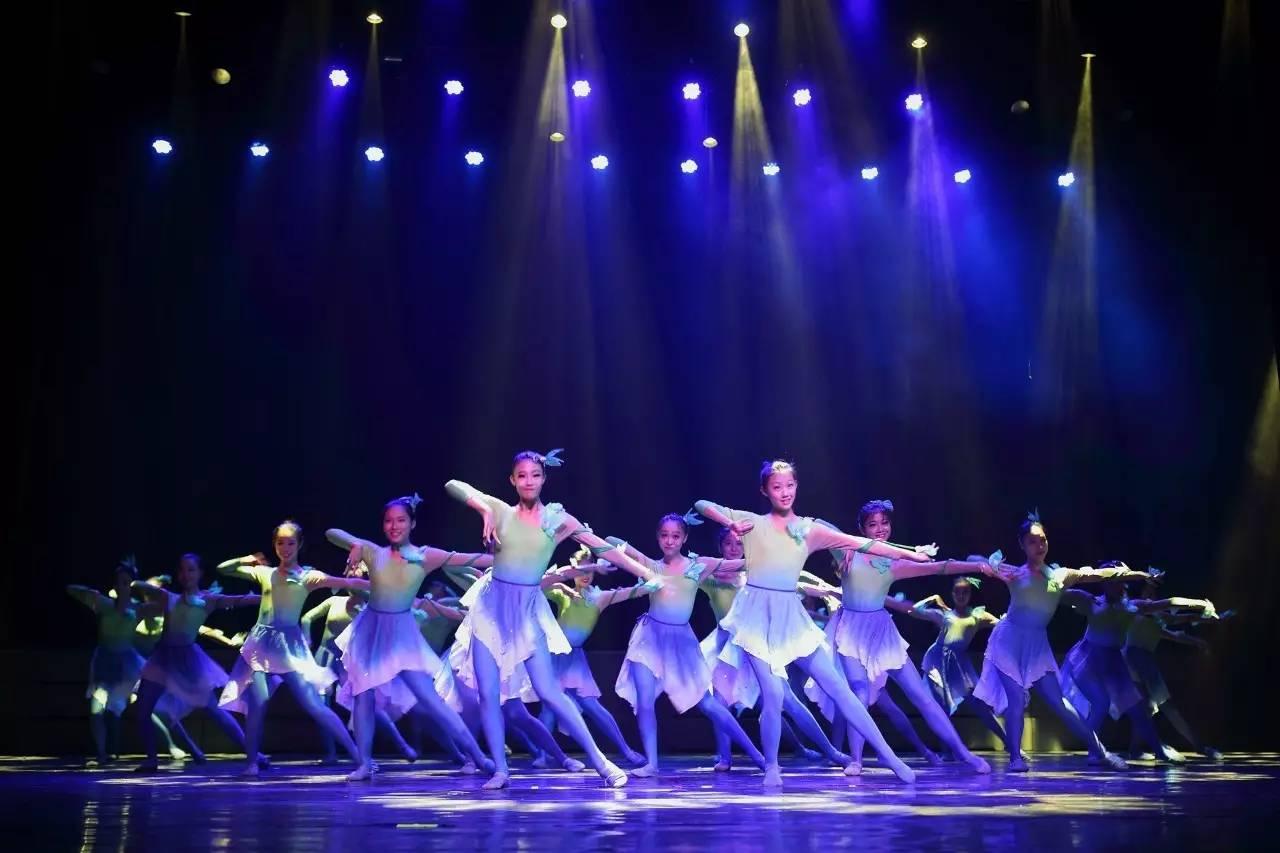 舞台演出服装定做款式对于服装面料的确认至关重要!