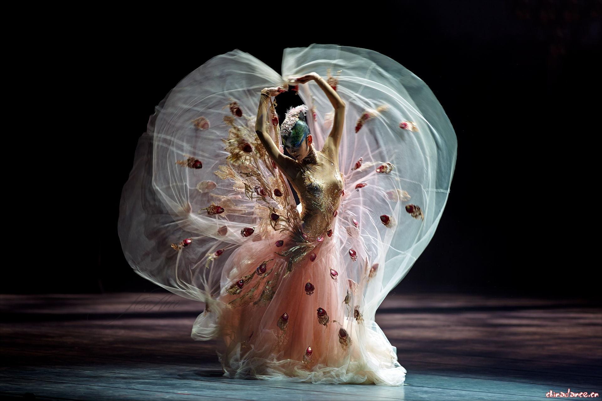 风格汇美舞蹈演出服装工厂