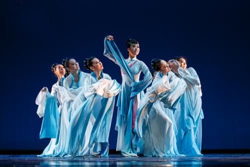 舞者应该了解演出服装的特点