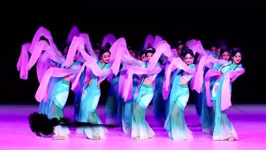 舞蹈演出时为什么要定制演出服装