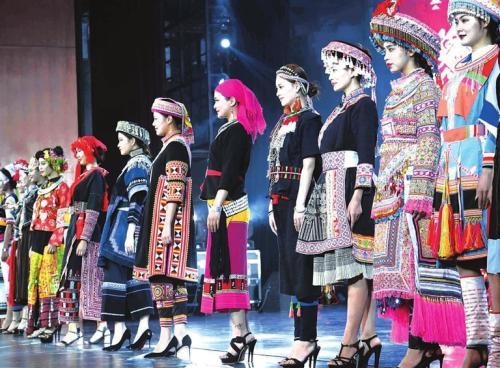民族演出服装的设计特点