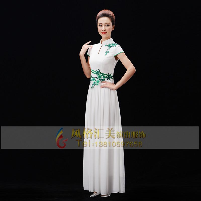 白色长裙合唱服装设计