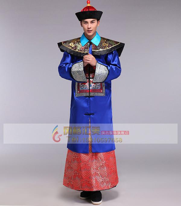 中国几千年的古代服饰文化,到了清朝时达到了顶峰,无论是织造技术,还是染色工艺均闻名世界,出口到世界许多国家。可以说,清朝服饰是中国历朝最具风格和特点的服饰之一,至今仍受到了古代服饰爱好者的推崇。  大多数人认识清朝服饰是在影视剧中,演员的服饰不仅华丽时尚,而且穿在身上精神满满,看似统一规整的款式却能穿出完全不同的味道。