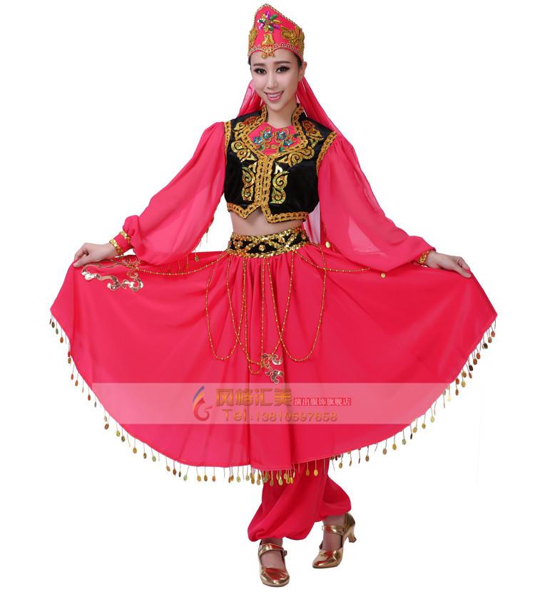 """中国的少数民族服饰千姿百态,绚丽多彩,使许多服装设计师爱不释手。然而,如何把它运用到民族舞服装演出服装设计中,是一个容易回答却又不容易作好的题目。可以说设计者要在充分理解民族精神的基础上,才能设计出从形式到内涵无不体现着民族灵魂的好作品。    舞蹈其实就是一种""""人体语言艺术"""",但这些人体动作,必须经过提炼、组织、美化了的人体动作。那传统民族舞蹈又是什么呢?"""