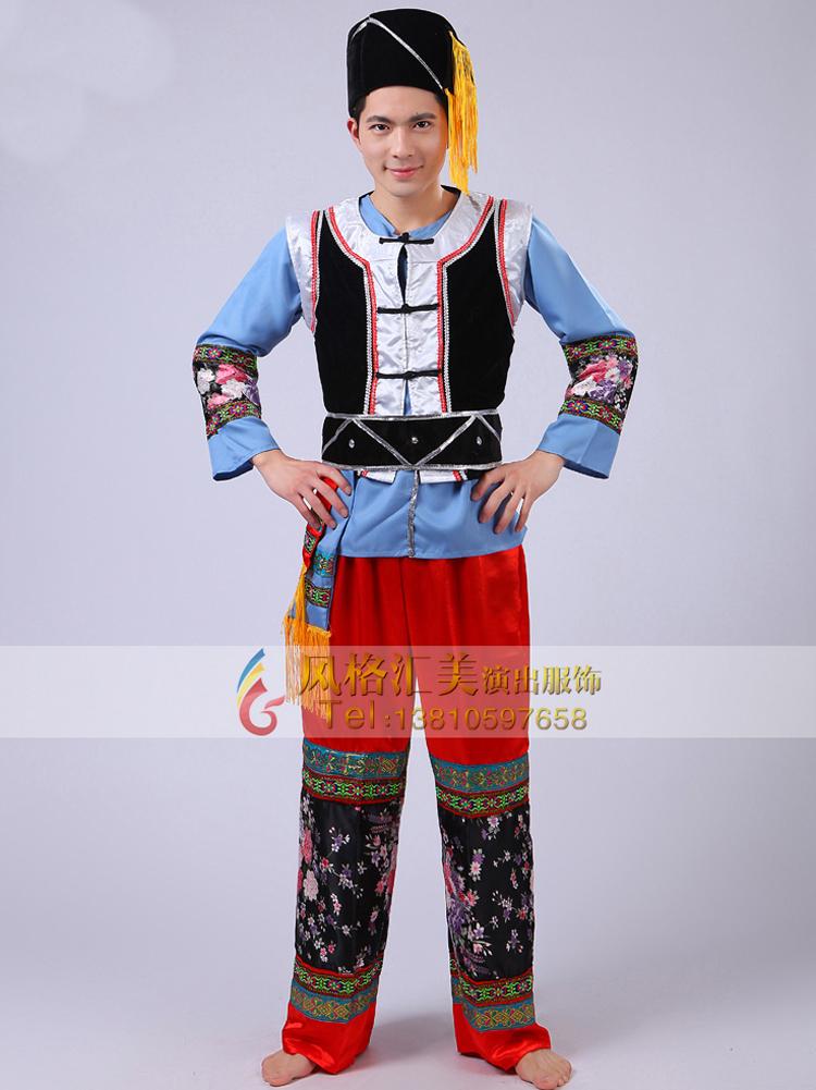 男子苗族舞蹈服装为短衣长裤