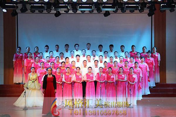 大合唱一般有女子合唱,男子合唱,男女