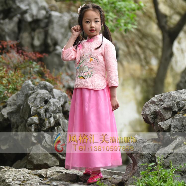 师团队,紧扣时代脉搏的儿童民国古装设计风格,致力成为演出服装潮流的