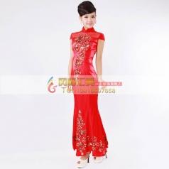 红色长款绣花旗袍