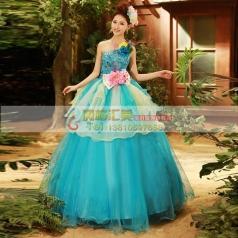 蓝色蓬蓬裙