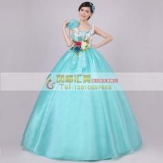 天蓝色蓬蓬裙