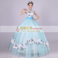 淡蓝蓬蓬裙