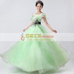 淡绿色蓬蓬裙