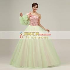 粉红淡绿蓬蓬裙