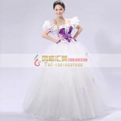 白色蓬蓬裙
