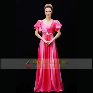 新款女士粉色合唱服装款式中老年合唱服装设计合唱长裙服装定制